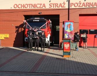 Uroczystość poświęcenia wozu strażackiego